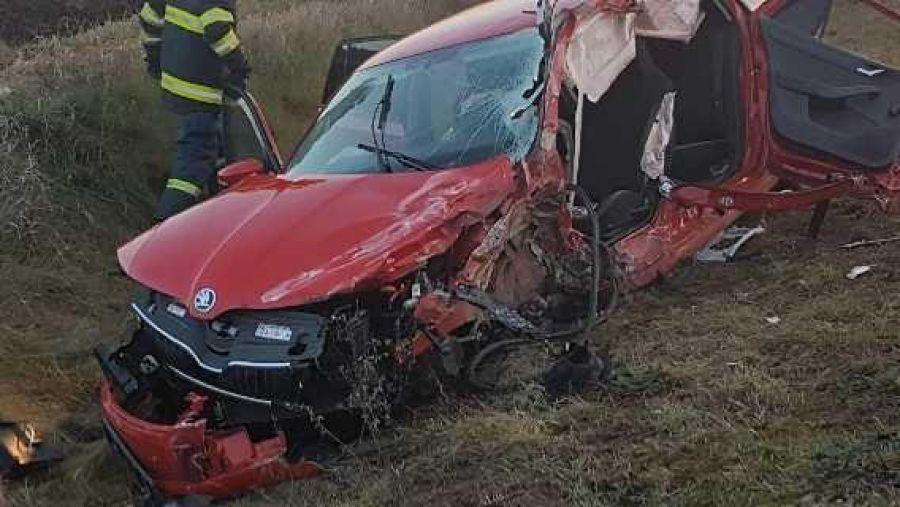 Prešiel do protismeru a zrazil sa s kamiónom. Vodič osobného auta nehodu bohužiaľ neprežil, foto 2