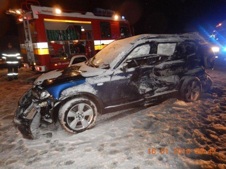 Zbytočná smrť na ceste. Vodič zrážku so smetiarskym autom neprežil, na snehu išiel príliš rýchlo, foto 2
