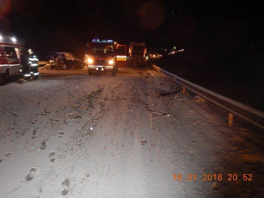 Zbytočná smrť na ceste. Vodič zrážku so smetiarskym autom neprežil, na snehu išiel príliš rýchlo, foto 4