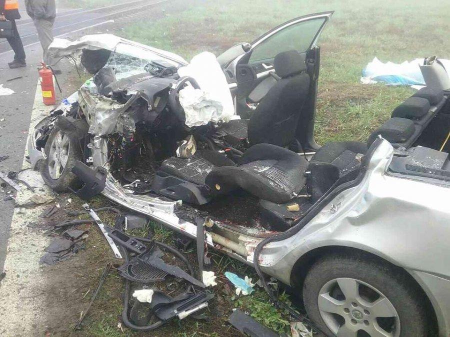 Tragická nehoda! Zrážku auta s vlakom neprežili dvaja mladí ľudia, hlásia aj viacero zranených, foto 2