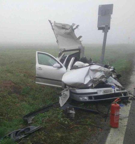 Tragická nehoda! Zrážku auta s vlakom neprežili dvaja mladí ľudia, hlásia aj viacero zranených, foto 3