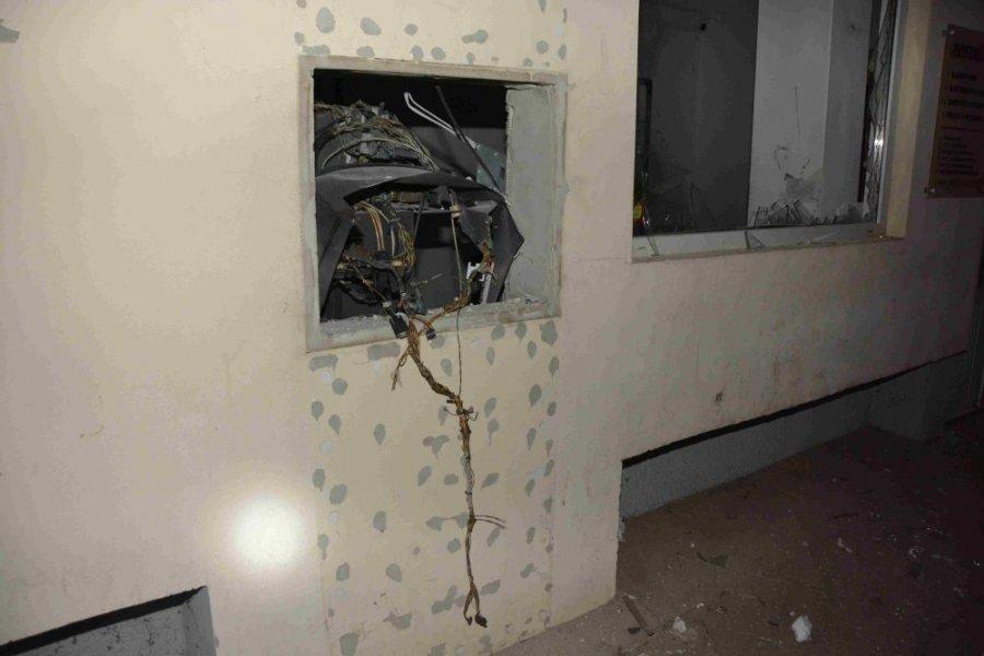 Zlodej vylúpil bankomat v Pliešovciach, polícia po ňom intenzívne pátra, foto 1