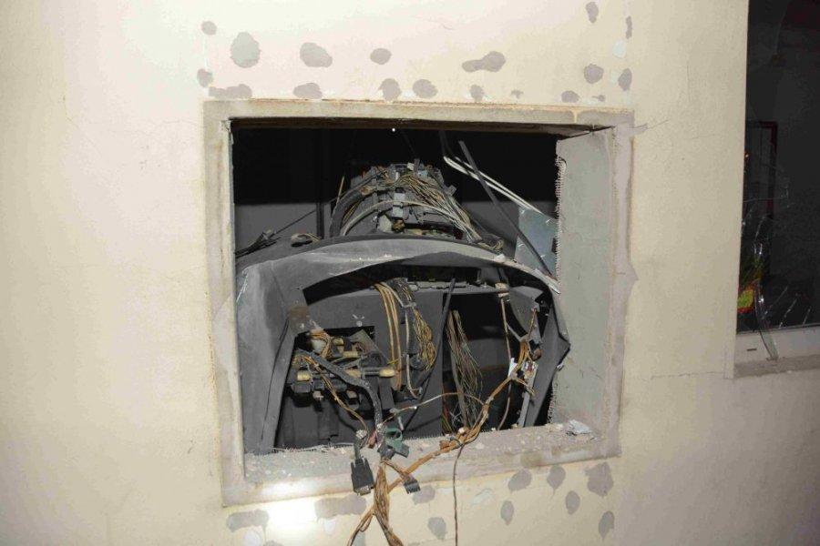 Zlodej vylúpil bankomat v Pliešovciach, polícia po ňom intenzívne pátra, foto 2