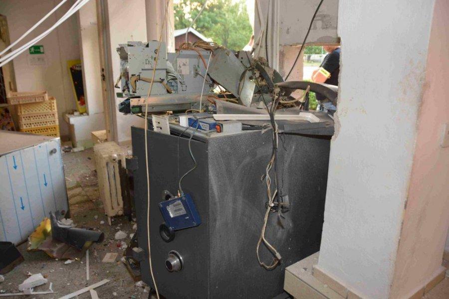 Zlodej vylúpil bankomat v Pliešovciach, polícia po ňom intenzívne pátra, foto 4