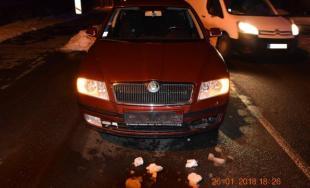 Policajná naháňačka v Lučenci, 38-ročný muž bez vodičského preukazu zastavil až po streľbe na auto