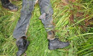 Našli telo neznámeho muža, ktorý mal oblečenú túto bundu, ak poznáte jej majiteľa volajte políciu